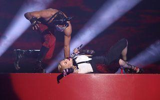Madonna a căzut de pe scenă la Brit Awards 2015 - VIDEO