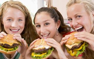 Studiu. Ce mâncare preferă românii să comande online? Burgerii, în top!