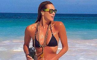 Fabuloasă la 51 de ani: Elle Macpherson arată uimitor în costum de baie!