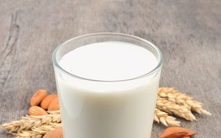 Laptele vegetal: Ce nutrienţi are şi cum trebuie să-l alegi
