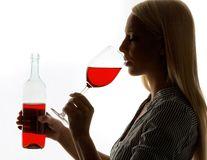 Un pahar de vin, secretul frumuseţii
