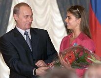 Putin şi iubita sa ar aştepta un copil: Cuplul s-ar afla la o clinică din Elveţia!