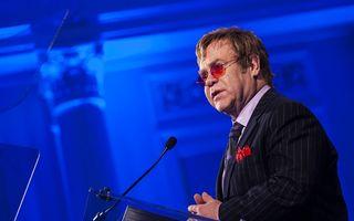 """Elton John, scandal cu Dolce & Gabbana: Designerii italieni au spus că bebeluşii starului sunt """"sintetici"""""""
