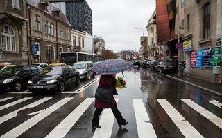 Vremea se răceşte în toată ţara: Vin zile cu ploi, lapoviţă şi ninsoare