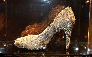 Pantoful Cenuşăresei, reimaginat de designerii celebri