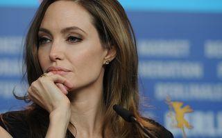 Angelina Jolie, o nouă operaţie pentru a evita cancerul: Actriţa şi-a extirpat ovarele