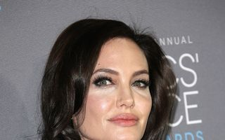 """Angelina Jolie, lăudată de oncologi: """"Decizia ei e curajoasă"""""""