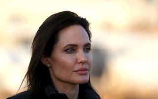 Angelina Jolie, la prima apariţie publică după operaţia de extirpare a ovarelor - VIDEO