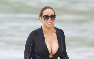 Divă la plajă: Mariah Carey şi-a ascuns kilogramele în plus într-un costum special