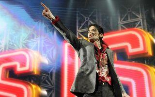 Michael Jackson, acuzat că a mituit cu 200 milioane de dolari familiile unor băieţi pe care i-a molestat sexual