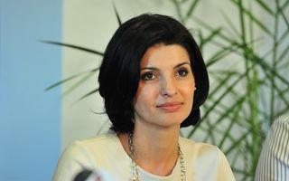 Lavinia Şandru divorţează de Darius Vâlcov