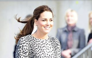 Kate Middleton a născut o fetiţă