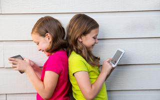 Opt din zece copii au cont pe reţelele sociale. Ce spune psihologul?