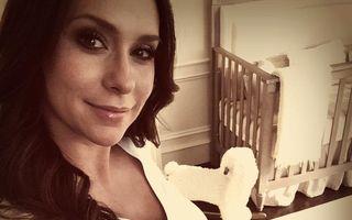 Jennifer Love Hewitt, poze cu burtica de gravidă