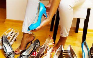 VIDEO: Cum lărgești pantofii care te strâng