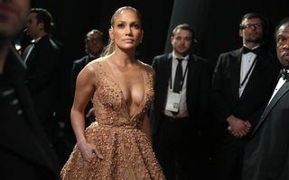 """Farsă în aeroport: Jennifer Lopez, """"bombardată"""" cu confetti - VIDEO"""