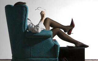 Pantofii cu toc înalt pot provoca probleme grave dacă sunt purtaţi în fiecare zi
