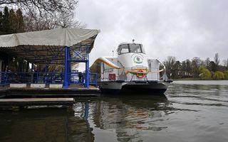 La un pas de tragedie: Un bebeluş a căzut în lacul Herăstrău, după ce bona a scăpat căruciorul în apă