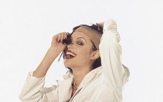 Amintiri din tinereţe: Cum arăta Angelina Jolie înainte de a deveni femeie cuminte
