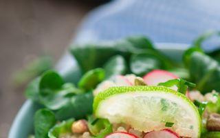 Trucul simplu prin care o salată poate fi și mai sănătoasă