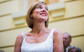 Carmen Iohannis, într-o ţinută semnată de Stephan Pelger, la Festivalul de Teatru de la Sibiu - FOTO