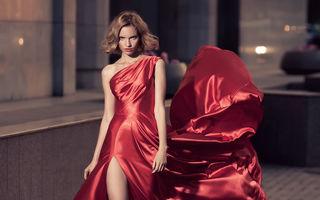 Modă. Rochia roşie, alegerea perfectă pentru o ţinută de seară. Cum să o asortezi
