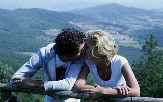 """Ziua Mondială a Sărutului, momentul în care oamenii """"redescoperă"""" plăcerea atingerii buzelor"""