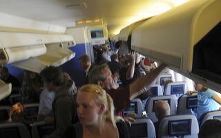 Pleci în vacanţă? Iată care sunt cele mai sigure locuri din avion – FOTO