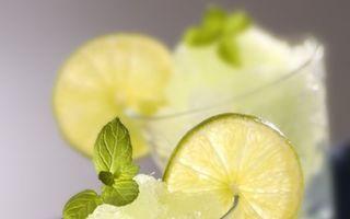 Clipe şi amintiri de vară presarate cu emoţii îndulcite: punch aromat cu dragoste sau cocktail răcoritor de neuitat