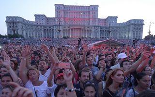 Scandal după show-ul lui Robbie Williams: Organizatorul dă vina pe o firmă de catering