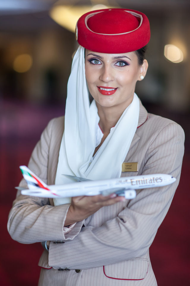Cum arata viata unei stewardese si cat de greu e sa ajungi sa profesezi?