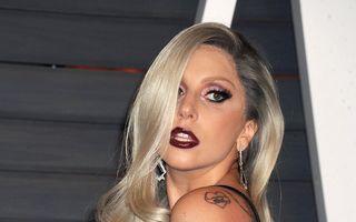 Lady Gaga a căzut la ieșirea din restaurant - VIDEO