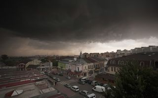 Scăpăm de caniculă: Ploi torenţiale şi vijelii, în aproape toată ţara