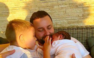 Un tătic fericit: Cătălin Măruță, poză emoţionantă cu cei doi copii ai săi