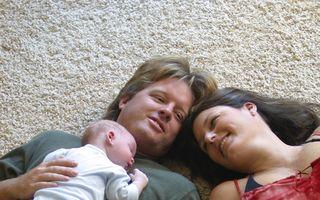 Moralul părinților scade după nașterea primului copil