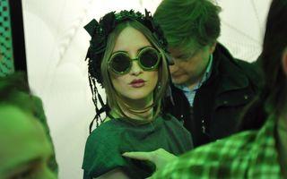 """Iulia Albu calcă în picioare rochia de mireasă a Adelei Popescu: """"E vecina mumificării"""""""