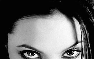Imagini nud cu Angelina Jolie, de vânzare la Londra - FOTO