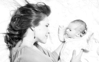 """Alyssia Milano, poză înduioşătoare cu fetiţa sa: """"O voi alăpta până când va avea 6 ani!"""""""