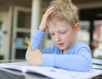 Educaţie. Cum să-i pregătim pe copiii stângaci pentru prima zi de școală?