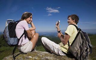 Românii n-au renunţat la tehnologie în vacanţă: În top, selfie-urile şi postările online