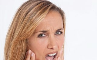 Cum să-ţi îngrijeşti corect dinţii ca să nu-ţi miroasă gura