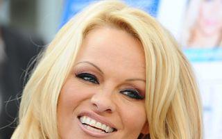 Pamela Anderson îşi vinde inelul de logodnă