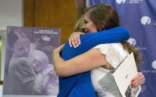 După 40 de ani. Întâlnirea emoţionantă dintre o asistentă şi fetiţa pe care a îngrijit-o