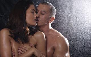 Sex. 5 poziţii sub duş care chiar pot fi puse în practică
