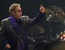 Elton John şi Vladimir Putin se vor întâlni ca să discute despre drepturile persoanelor gay