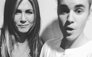 Prietenie neaşteptată: Justin Bieber şi Jennifer Aniston şi-au făcut un selfie împreună