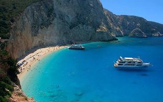 O plajă din insula grecească Lefkada, distrusă de cutremur - FOTO, VIDEO