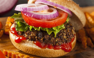 Dietă. Hamburgerul de quinoa, alternativă la carnea roșie