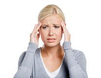 Sănătate. Durerile de cap: 6 simptome pe care nu trebuie să le ignori
