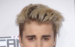 """Justin Bieber, fermecat de frumuseţea unei fete: """"OMG, cine-i tipa asta?"""""""